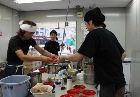 大つけ麺博の厨房